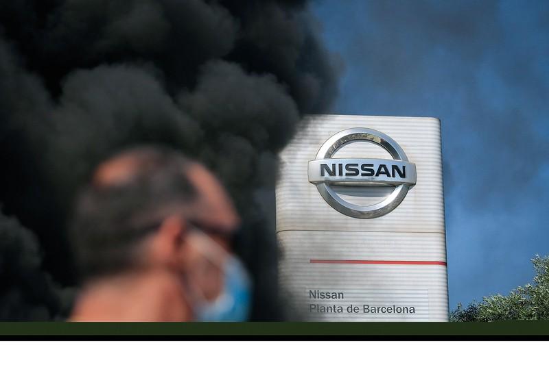 バルセロナ工場閉鎖には厳しい抗議 (Bloomberg)