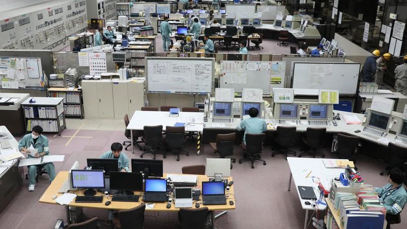 日本原燃の使用済み核燃料再処理工場の中央制御室=青森県六ケ所村で2018年12月10日、佐々木順一撮影
