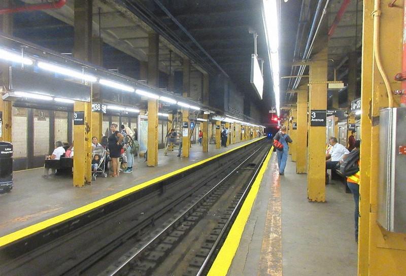 ニューヨーク・サウスブロンクスの地下鉄駅。ブロンクスはニューヨークのなかでも特に死者数が多い(2017年10月5日、筆者撮影)