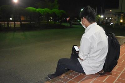 新型コロナの感染拡大でアルバイトの勤務が激減し生活が苦しくなった定時制高校の男子生徒=熊本市中央区で2020年5月20日午後8時10分、城島勇人撮影