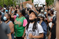 Protesters chant George Floyd's name at during a gathering in his memory, after he was killed by police, in New York on June 4, 2020. (Mainichi/Toshiyuki Sumi)