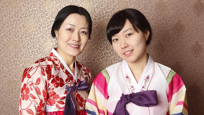 韓国の母と娘。韓国では日本以上に女性の高学歴化が進んでいるという