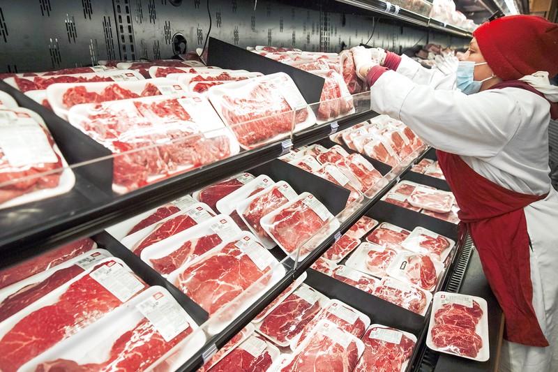 価格上昇は消費者を苦しめる (Bloomberg)