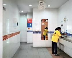 清潔さが自慢のはずだったが……(ホーカーセンターのトイレ) 筆者撮影