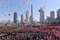 2017年に金正恩委員長の肝煎りで建てられた高層アパートが並ぶ黎明通り=平壌で2017年4月、朝鮮中央通信・朝鮮通信