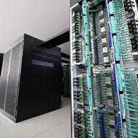 報道陣に公開されたスーパーコンピューターの富岳=神戸市中央区で2020年6月16日午前11時17分、望月亮一撮影