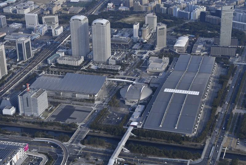 幕張メッセ=千葉市美浜区で2020年3月1日、本社ヘリから