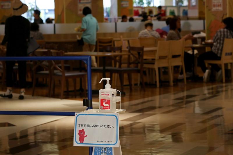 外食への影響は大きい(Bloomberg)