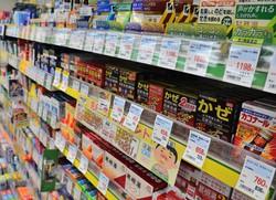 ドラッグストアの市販薬コーナー=福岡市博多区で2020年4月23日、久野洋撮影