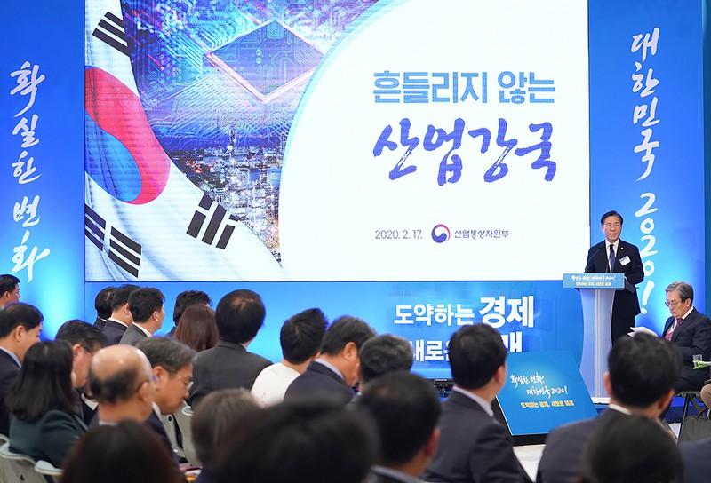 成允模(ソンユンモ)韓国産業通商資源相が大統領府(青瓦台)で「脱日本」を強調している。(2020年2月)写真提供:青瓦台