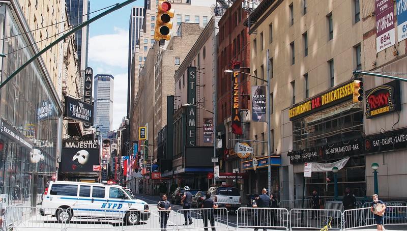 9月まで閉鎖が決まり、活気のないニューヨーク・ブロードウェー 筆者撮影