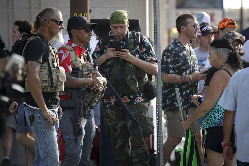 武装した謎の極右過激派「ブーガルー」米国各地で台頭 抗議デモに便乗 ...