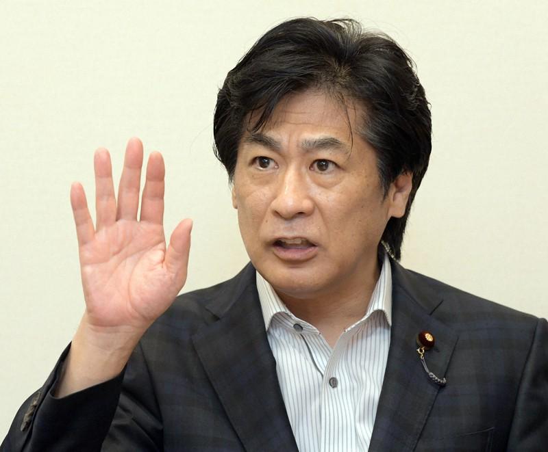 インタビューに答える田村憲久・元厚生労働相=衆院第1議員会館で2020年6月18日、竹内幹撮影