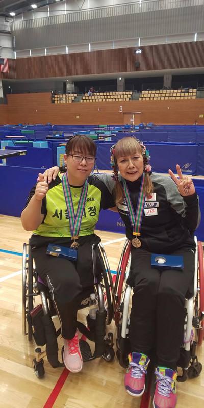 友人の韓国人選手、チョン・ヨンアさん(左)と 別所キミヱさん提供