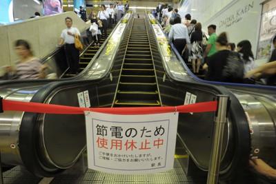 震災に伴う節電のため、休止されたエスカレーター=近鉄大阪難波駅で2011年7月1日午前11時51分、小関勉撮影