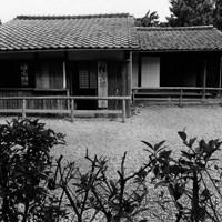 松下村塾。この右手に吉田松陰の生家の杉家があり、松蔭の幽囚室もある