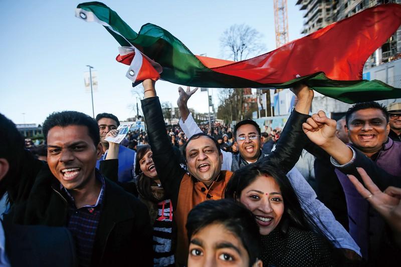 国境問題は互いの国益を損なう (Bloomberg)
