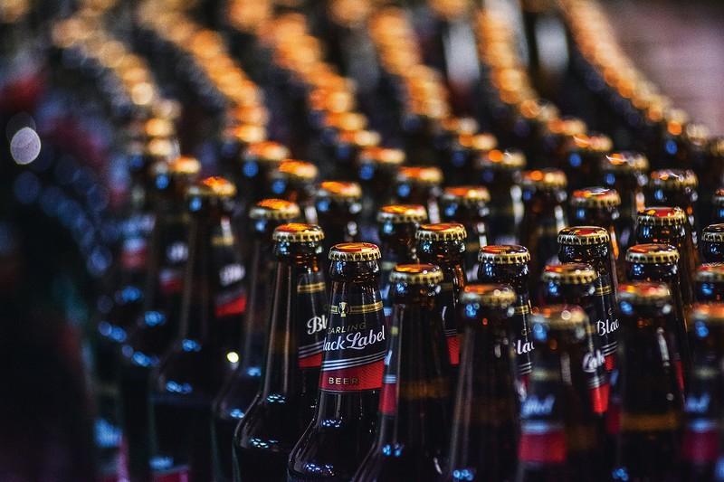 形は変われど、お酒の犯罪はなくならない (Bloomberg)
