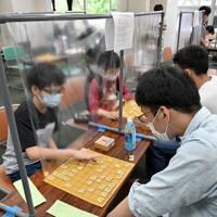 対局用のパーテーションが導入された関西将棋会館のアマチュア向け道場=大阪市福島区で2020年6月13日、山田尚弘撮影