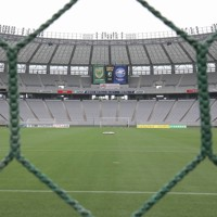 Jリーグ再開の東京ヴと町田の試合開始前のピッチ。無観客のため閑散としていた=東京・味の素スタジアムで2020年6月27日、宮武祐希撮影