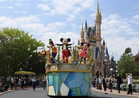 Characters wave to staff members playing the role of visitors as they maintain social distancing during a press event at Tokyo Disneyland in Urayasu, Chiba Prefecture, on June 29, 2020, ahead of the theme park's July 1 reopening. (Mainichi/Takehiko Onishi)