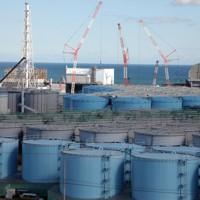 汚染処理水の貯蔵タンクが建ち並ぶ東京電力福島第1原発=福島県大熊町で、喜屋武真之介撮影