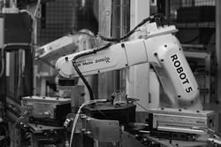 FA関連の製造装置メーカーの株価が好調だ Bloomberg