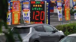自動車ユーザーのガソリンに対する関心は高い=東京都内で2020年7月1日、川口雅浩撮影