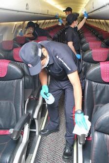 JAL employees are seen disinfecting an aircraft cabin at Osaka International Airport on June 18, 2020. (Mainichi/Yuichi Utsunomiya)