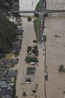 Homes are seen flooded in the city of Yatsushiro, in the southwestern Japan prefecture of Kumamoto after record rainfall caused the Kuma River to overflow, at 11:09 a.m. on July 4, 2020. (Mainichi/Kimiya Tanabe)