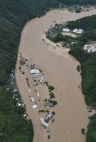 The swollen Kuma River is seen from a Mainichi Shimbun helicopter in the city of Yatsushiro, in the southwestern Japan prefecture of Kumamoto at 11:14 a.m. on July 4, 2020. (Mainichi/Kimiya Tanabe)