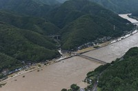 Homes along the Kuma River are seen flooded following record rainfall in the city of Yatsushiro, in the southwestern Japan prefecture of Kumamoto at 11:09 a.m. on July 4, 2020. (Mainichi/Kimiya Tanabe)