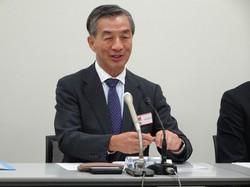 スルガ銀行への出資について説明する野島広司・ノジマ社長=東京都中央区で2019年10月31日、今沢真撮影