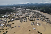 Floodwaters cover the central area of the city of Hitoyoshi in the southwestern Japan prefecture of Kumamoto after torrential rain caused the Kuma River to overflow, in this photo taken at 11:49 a.m. on July 4, 2020. (Mainichi/Kimiya Tanabe)