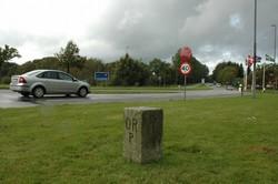 デンマーク・ユトランド半島南部のドイツとの国境。検問所がなく、自由に行き来できていたが、新型コロナウイルスの影響でここも封鎖されていた=筆者撮影