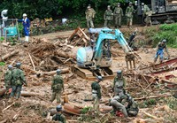 Self-Defense Forces personnel and firefighters are seen rescuing people who went missing in landslide disasters brought on by torrential rains that hit southwestern Japan in this photo taken in the town of Tsunagi in Kumamoto Prefecture on July 5, 2020. (Mainichi/Tomohisa Yazu)