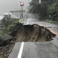 豪雨で陥没した熊本県球磨村の道路=同村で2020年7月4日撮影、住民提供