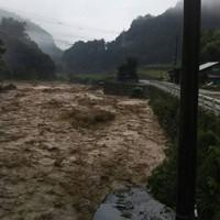 豪雨で水かさが増した球磨川=熊本県球磨村で2020年7月4日撮影、住民提供