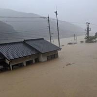 豪雨で浸水被害を受けた熊本県球磨村の民家=2020年7月4日撮影、住民提供