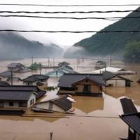 球磨川の氾濫で住宅=熊本県球磨村で2020年7月4日撮影、住民提供