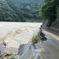 豪雨による増水で流された道路=熊本県球磨村で2020年7月4日撮影、住民提供
