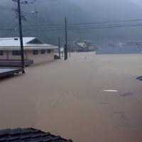 豪雨で浸水被害を受けた民家=熊本県球磨村で2020年7月4日撮影、住民提供