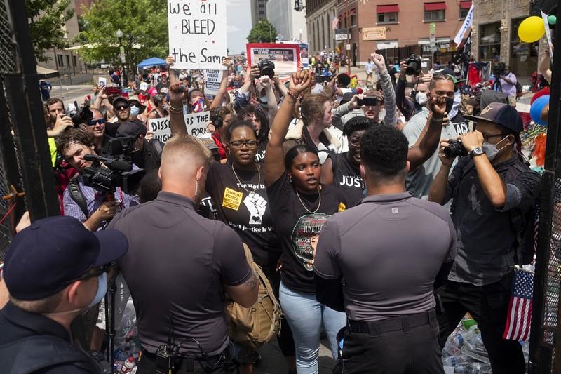 米国の人種差別への抗議デモ参加者と景観(Bloomberg)