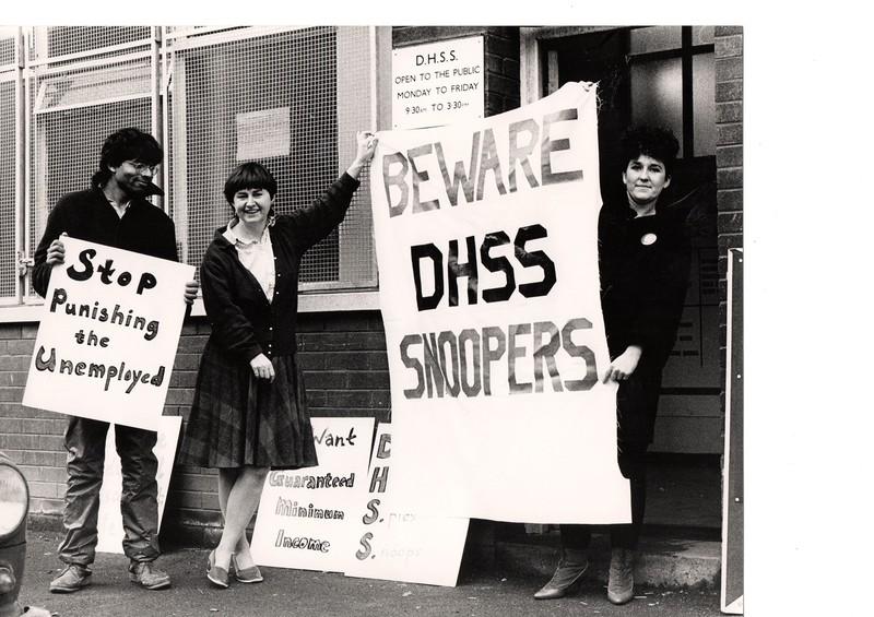 女性解放運動でベーシックインカムを要求するイギリスの労働者階級の女性たち。1980年前後に撮影