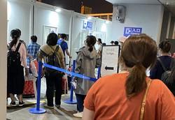 上海の浦東空港内に設けられたPCR検査場=上海市内で7月3日、米村耕一撮影