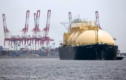 米国産LNGの運搬船。米国のLNG輸出は今後も拡大が見込まれる=東京湾で (Bloomberg)