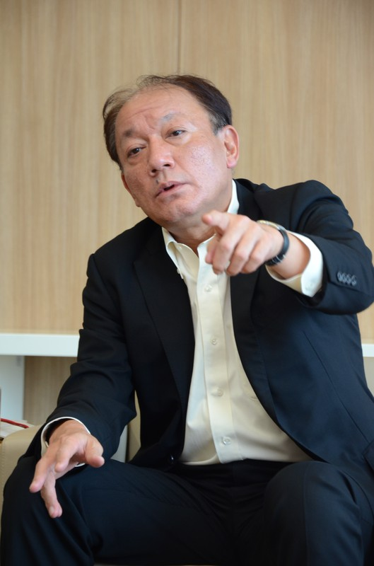 インタビューに応じる布施孝之・キリンビール社長=東京都中野区のキリンビール本社で2020年7月8日、柳沢亮撮影