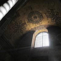 6世紀にキリスト教の大聖堂として建立され、ビザンチン建築の最高傑作としてユネスコの世界文化遺産にも登録されている「アヤソフィア」の内部=トルコ・イスタンブールで2012年4月23日、手塚耕一郎撮影