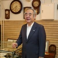地下サロンで生駒ビルヂングについて語る生駒伸夫社長=大阪市中央区で2020年7月2日、大西達也撮影