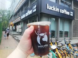 ラッキンコーヒーの成長の秘訣(ひけつ)は持ち帰りを主軸にしたことだった=北京市内で2020年7月11日、赤間清広撮影